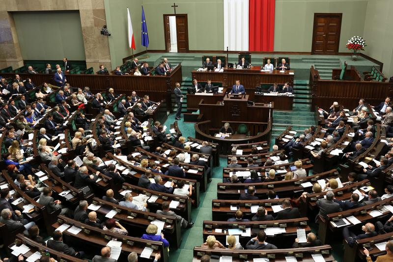 Sejm znowelizował ustawę mającą chronić konsumentów przed parabankami
