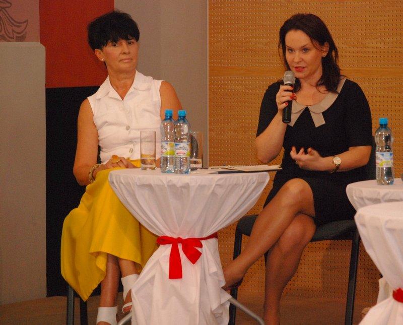 Senator Andżelika Możdżanowska uczestniczką Pierwszego Ostrowskiego Forum Kobiet