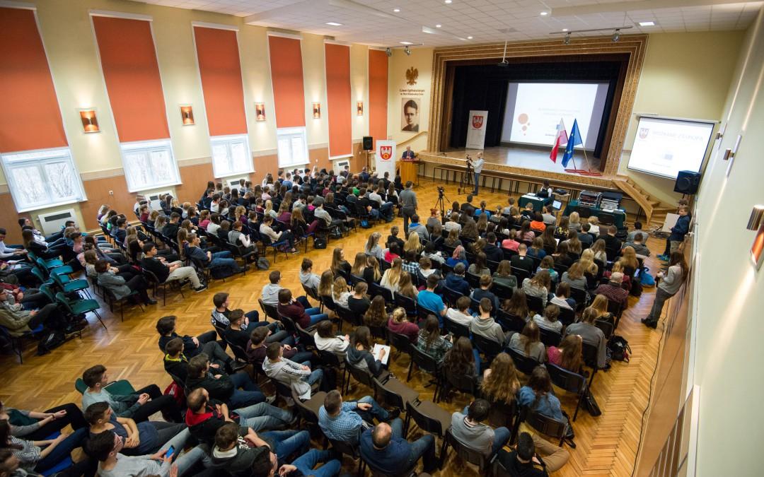 Spotkanie Andrzeja Grzyba z uczniami pilskich szkół ponadgimnazjalnych.