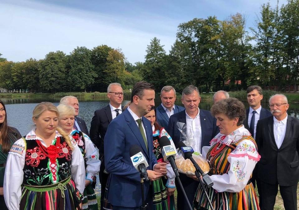 Dziś w Spale nie ma Dożynek Prezydenckich, ale są ci, którzy pamiętają o polskiej wsi i dbają o polskich rolników.